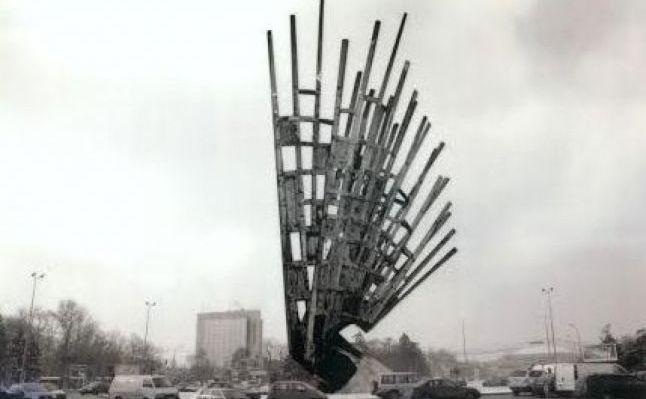 """Imagini pentru monumentul """"aripi"""""""