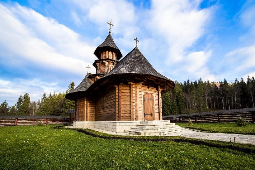 Case In Legno Romania : Romania on the road dai castelli alla regione di maramures