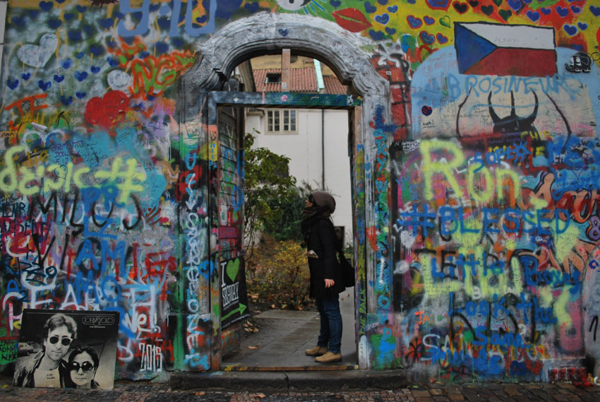 praga-johnlennon-wall