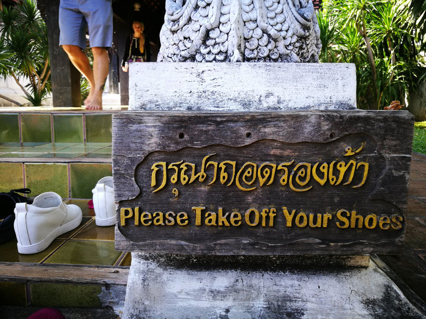 togliere-le-scarpe-thailandia