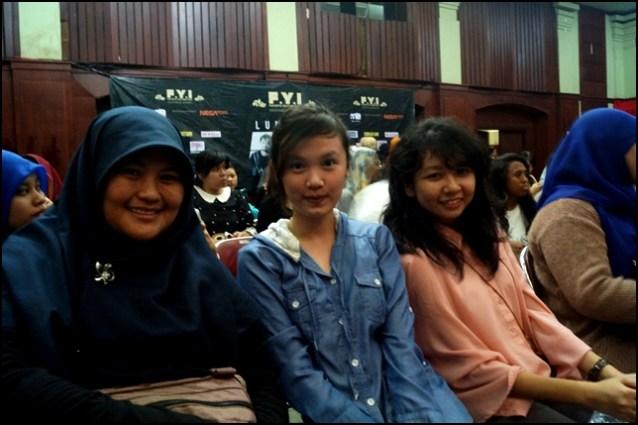 F.Y.I on stage with Lunafly, Jakarta, March 28th 2013 - Anna, Lia, Yuni.