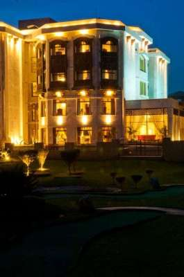 BAHRIA GRAND Hotel & Resort