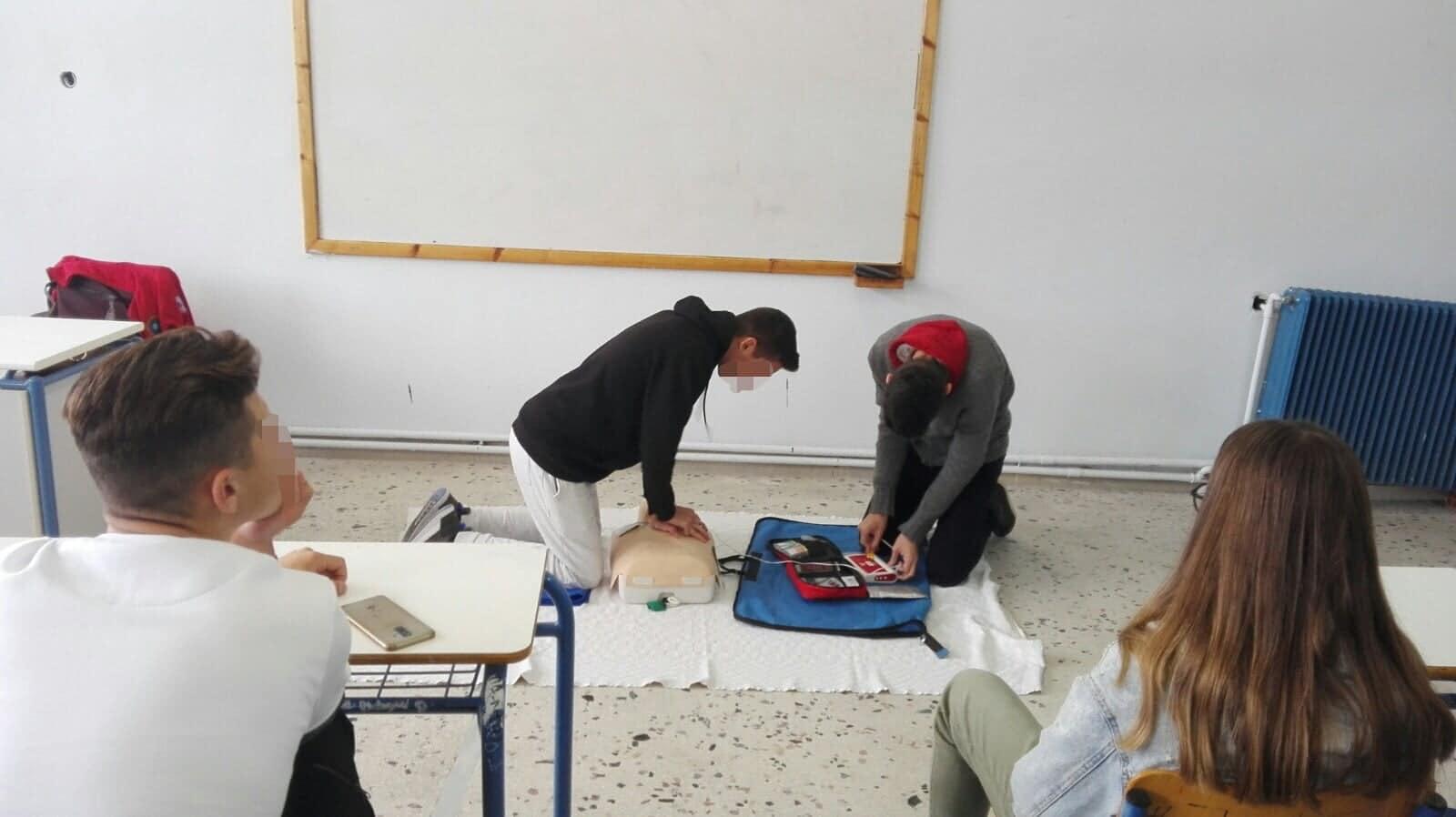 Εκπαίδευση στις Α΄ Βοήθειες από τη Διασωστική Ομάδα Πιερίας στο Λύκειο Κολινδρού