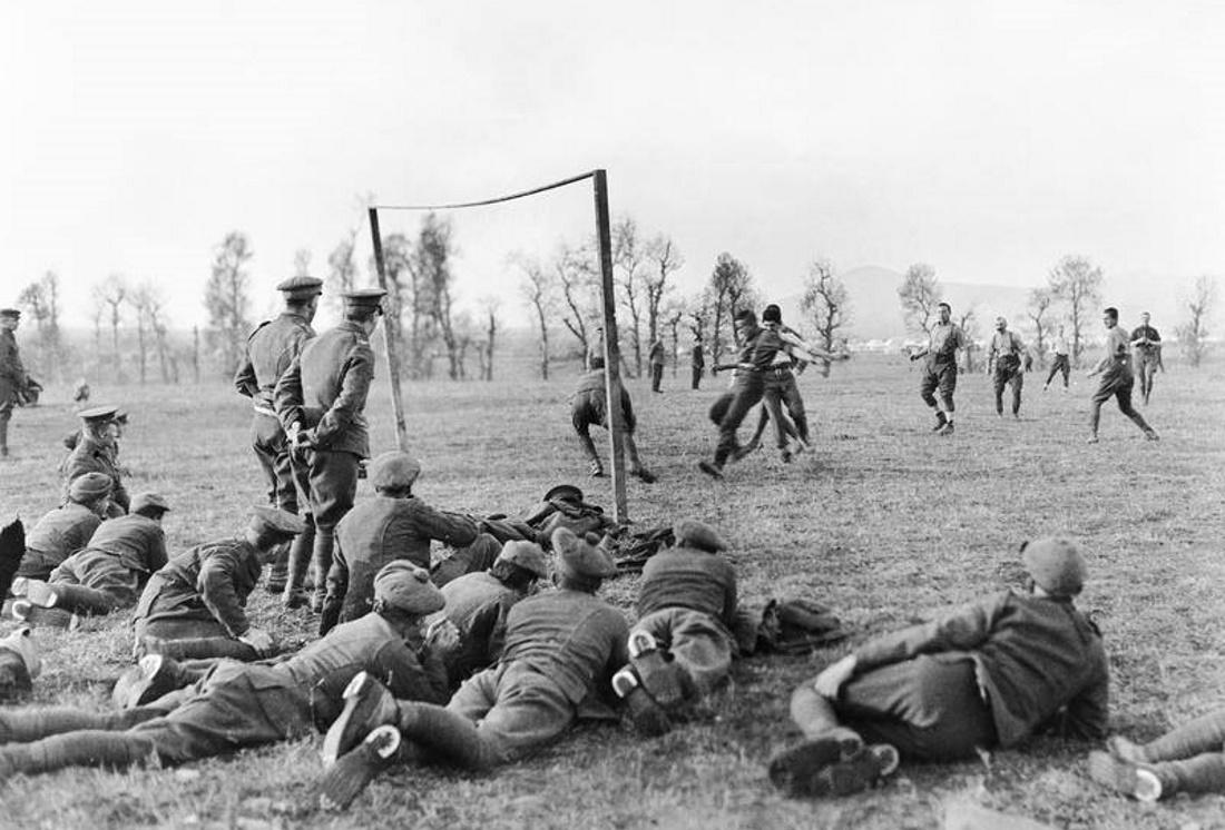 Όταν οι Άγγλοι έπαιζαν μπάλα εν μέσω… πολέμου