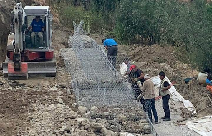 Επαρχιακή Οδός Τόξου – Εξοχής: Ξεκίνησαν οι εργασίας αποκατάστασης κατολίσθησης