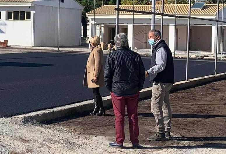 Στις υπό κατασκευή αθλητικές εγκαταστάσεις του Κτήματος Κατερίνης η αντιπεριφερειάρχης