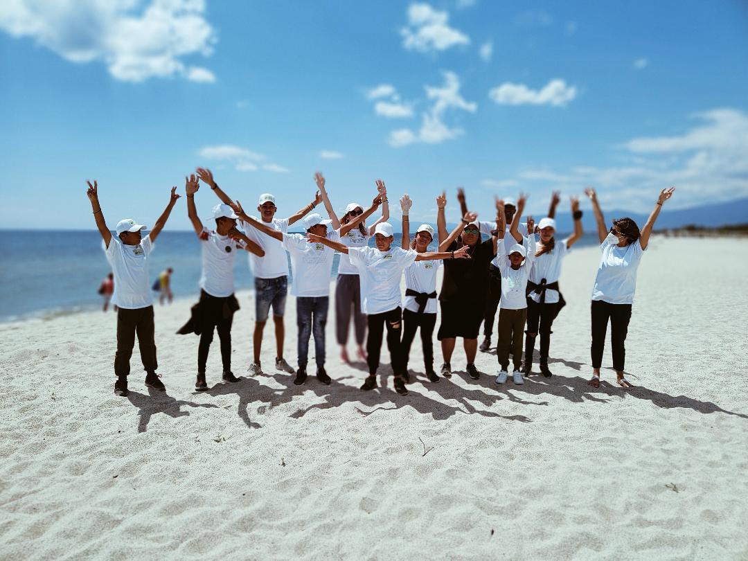 Καθαρισμός των ακτών από το Παράρτημα Ρομά του Δήμου Κατερίνης - Τα παιδιά δίνουν το παράδειγμα