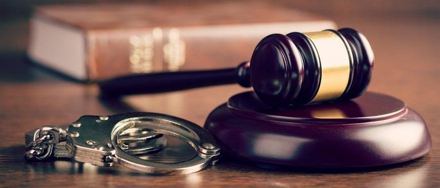 Νέος Ποινικός Κώδικας: Αυστηρότερες ποινές για βιασμό ανήλικων και για εμπρησμό - Τι αλλάζει για τα ισόβια