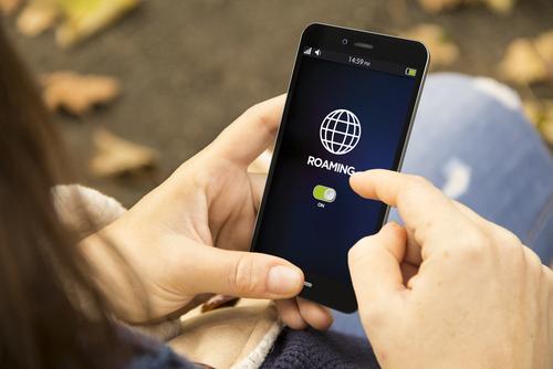 EU abolishes mobile roaming charges