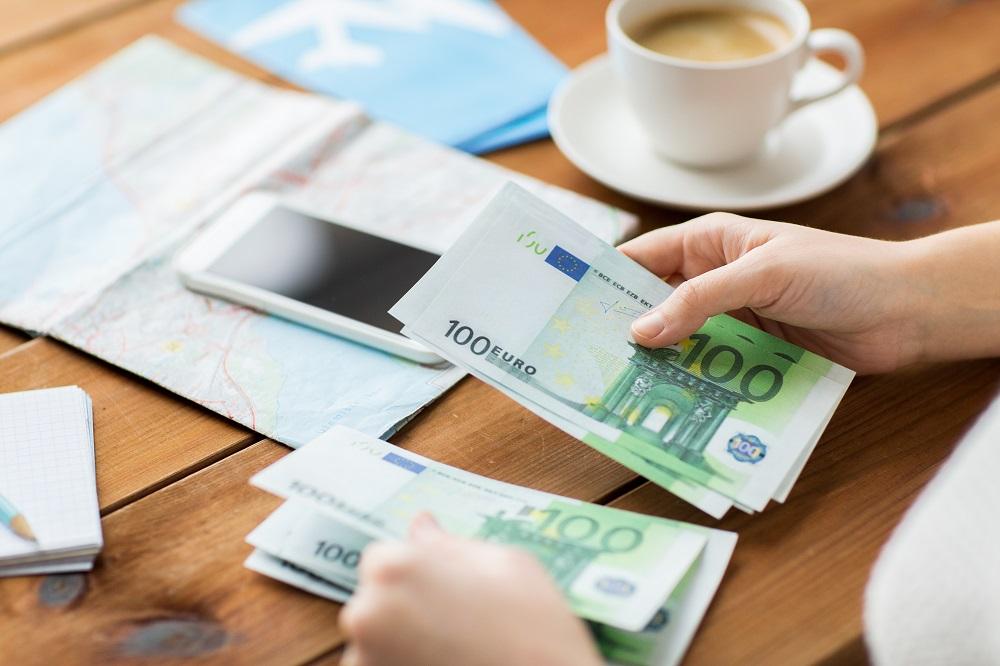 People travelling with cash [What Europe does for you]