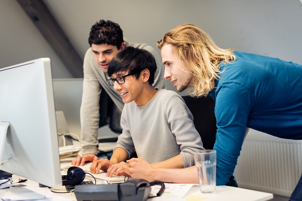 Students who want to learn coding [What Europe does for you]
