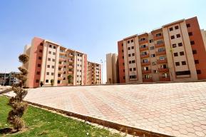 الإسكان يسلم وحدات الإسكان الاجتماعى لمستحقيها بمدينة حدائق أكتوبر 1