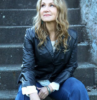 Joan Osborne Brings The Music Of Bob Dylan To Tacoma