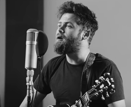 "Passenger covering Tracy Chapman's ""Fast Car"""