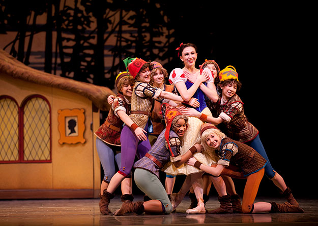 PNB presents Bruce Wells' Snow White, featuring performances by students of Pacific Northwest Ballet School, in three family-friendly matinees, March 18 and 24, 2018. (Photo © Angela Sterling)