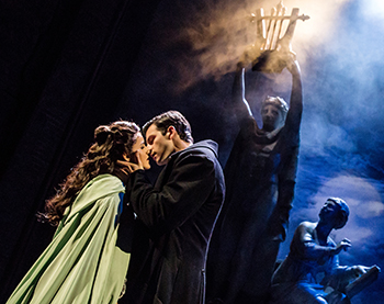 Eva Tavares as 'Christine Daaé' and Jordan Craig as 'Raoul' (Photo: Matthew Murphy)