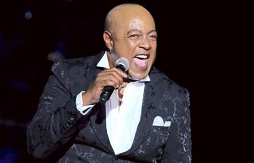 Peabo Bryson performing at Jazz Alley