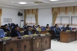 Anggota DPRD Sekadau menghadiri Sidang Paripurna Pengesahan APBD Kabupaten Sekadau Tahun Anggaran 2016