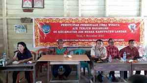 Bupati Landak, Dr Drs Adrianus Asia Sidot MSi membuka Sosialisasi Pembinaan Desa Wisata di Desa Tauk