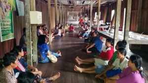 Pelatihan Anyaman dilakukan Disporaparekraf Landak di Desa Saham