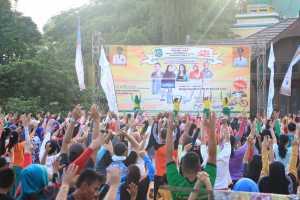 SENAM. Ratusan warga Kota Singkawang mengikuti senam ASI di Mess Daerah Kota Singkawang dalam Gebyar Pekan ASI Sedunia di Kota Singkawang