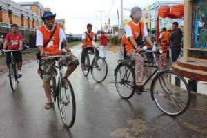 Komunitas Sepeda Ontel ikut memeriahkan Jalan Sehat KPU Sekadau
