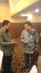Kepala Disdikbud Bengkayang, Dr Yan SSos MSi bersama Direktur Pembinaan SMA Kemendikbud RI, Drs Purwadi Sutanto MSi.