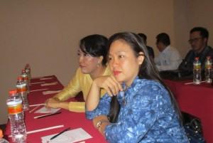 Sekretaris DPRD Ketapang, Cipriana Lestari (kiri) bersama anggota DPRD Ketapang mengikuti Bimtek Sinkronisasi Peran DPRD dengan Tim Anggaran Pemkab Dalam Pelaksanaan Penyusunan APBD Ketapang 2016 Serta Pengawasan Pelaksanaan Keuangan Desa.