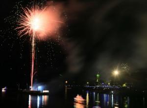 Penyalaan kembang api pertama kali tepat pukul 00.00 di atas  ponton di Muara Sungai Sekayam yang dilakukan  Bupati Sanggau, Paolus Hadi melalui remot kontrol. Crist Humas