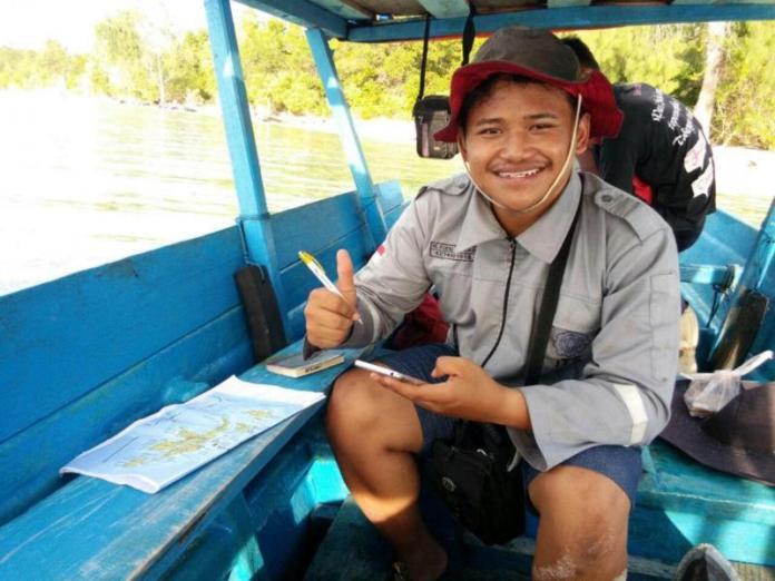 TELITI ARUS LAUT. M. Rizqi Mubarok, peneliti muda Indonesia, yang mempelajari arus laut di perairan Maluku Utara untuk Dikembangkan menjadi energi listrik. RUSTAM ODE NURU-MALUT POST
