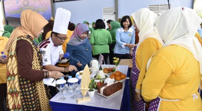 MASAK IKAN. Lomba memasak berbahan ikan di Hanggar Lanud Supadio, Kubu Raya, Jumat (16/3). Penerangan Lanud Supadio for Rakyat Kalbar