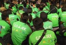 Aksi Demonstrasi. Ratusan driver Gojek menggelar aksi demonstrasi di Gedung DPRD Provinsi Kalbar, Senin (23/4). Mereka menyampaikan tuntutan ihwal persoalan tarif serta berbagai permasalahan lainnya terkait kebijakan perusahaan terhadap para driver Gojek. Humas for Rakyat Kalbar