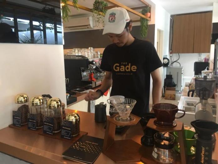Barista The Gade Café. Jto for Rakyat Kalbar