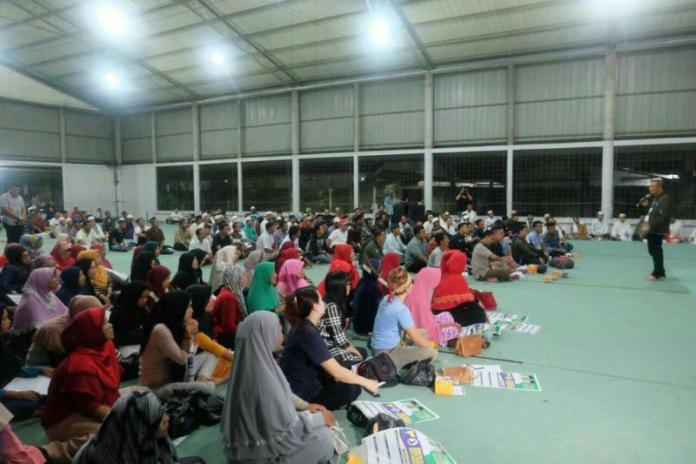 Calon Gubernur Kalimantan Barat nomor urut 3, Sutarmidji bersilaturahim dengan para relawan Midji-Norsan se-kota Pontianak. (Kang Enchus for Equator).