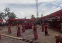 TARIAN. Para gadis Dayak menari pada upacara pembukaan PGD ke 33 Tahun 2018 di Rumah Radakng, Minggu (20/5). Ambrosius Junius-RK