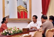 CURHAT KEPADA PRESIDEN. Agus Yuda ditemui Presiden Joko Widodo di Istana Merdeka, Jakarta, Selasa (8/5). Ia mencurahkan isi hatinya yang terpendam lama gara-gara penderitaan yang diakibatkan preman dan aparat keamanan. Setpres