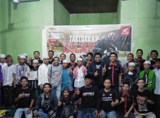 Brotherfood Gathering. Ratusan bikers Honda yang tergabung dalam komunitas naungan paguyuban Honda West Borneo Community (HWBC) mengikuti kegiatan Brotherfood Gathering di Panti Asuhan Hidayatul Muslimin, Minggu (3/6). HWBC for Rakyat Kalbar