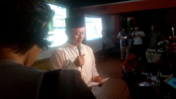 PIDATO KEMENANGAN. Edi Rusdi Kamtono memberikan pidato kemenangannya di Gang Casa Paris Jalan Parit H Huzin 2, Pontianak, Rabu (27/6) malam. Gusnadi-RK