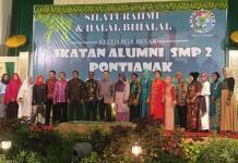 HALAL BIHALAL. IKA SMPN 2 Pontianak saat melaksanakan halal bihalal di Rumah Adat Melayu Pontianak-Gusnadi