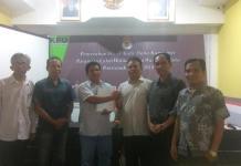 HASIL AUDIT. KPU Kota Pontianak menyerahkan hasil audit dana kampanye Paslon Wali Kota dan Wakil Wali Kota Pontianak, Kamis (12/7). Maulidi Murni-RK