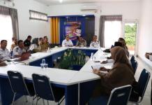 RAPAT. Kadishub Singkawang, Drs Sumastro, MSi memimpin rapat Forum LLAJ Kota Singkawang di Kantor Dishub Singkawang, Selasa (3/7)--SUHENDRA RK