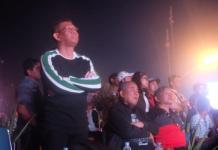 NOBAR. Sutarmidji membaur bersama warga menyaksikan Final Piala Dunia 2018 di Taman Digulis Pontianak, Minggu malam (15/7). Humas Pemkot for RK