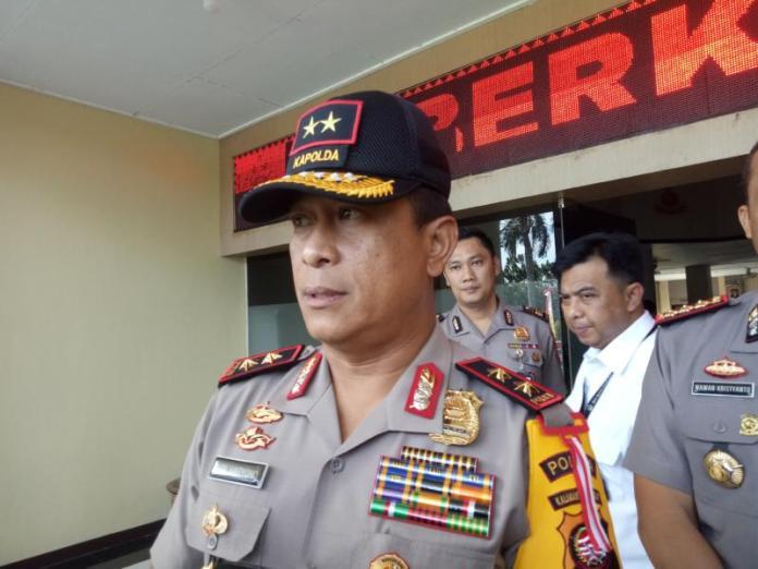 WAWANCARA. Kapolda Kalbar Irjen Pol Didi Haryono diwawancarai di Mapolda, Jumat siang (13/7). Ambrosius Junius-RK