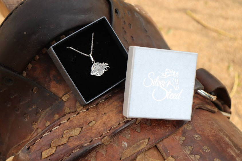 Adventuresses Necklace with the thick chain in stylish shipping box