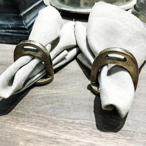 Servettringar- Small horse shoes napkin