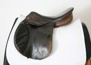 Left Side of Amerigo CC Jump Saddle 17.5M 864061
