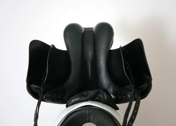 Underside of Used Amerigo Cortina Saddle 17.5M 3094097