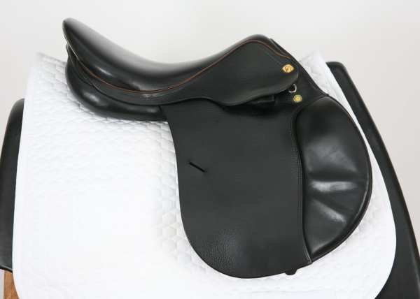 Right Side of Prestige Red Fox Jump Saddle 17M 886032