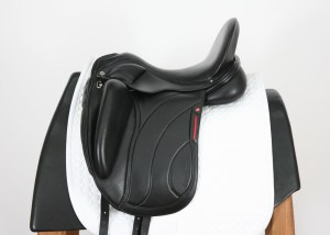 Left Side of Albion Platinum Revelation Extra Saddle 17.5W SN: 107150