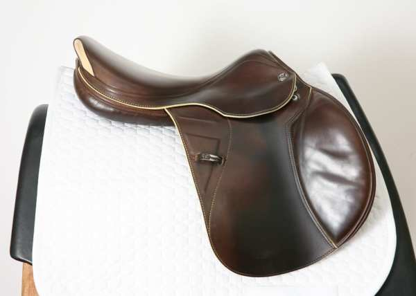 Right Side of Prestige X-Paris D 17 35 Jump Saddle SN: 07461114